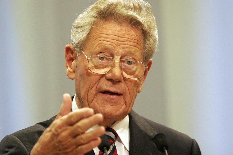 Si è spento  Hans Küng, voce critica del Papato , teologo europeo coraggioso e profetico